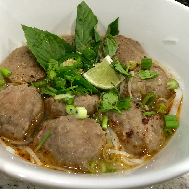 Pho Bo Vien (Vietnamese Beef Ball Rice Noodle Soup